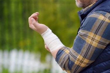 Working Effectively With A Personal Injury Lawyer For A Successful Settlement